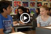 Elever diskuterer